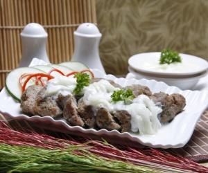 Kebab Kambing Saus Yoghurt